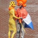 dansend paar oranje