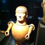 Etrusken vaas met hoofd en armen